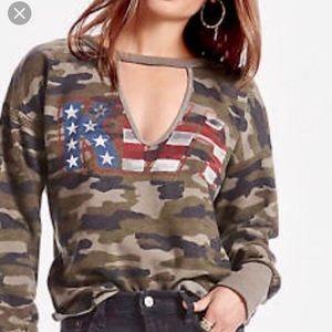Lucky Brand >> Kiss Sweatshirt >> Small